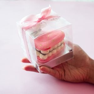 Valentine's Day macaroon by Ruwi's Cakes