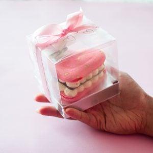 Valentine's Day macaroon by Ruwi's Cakes