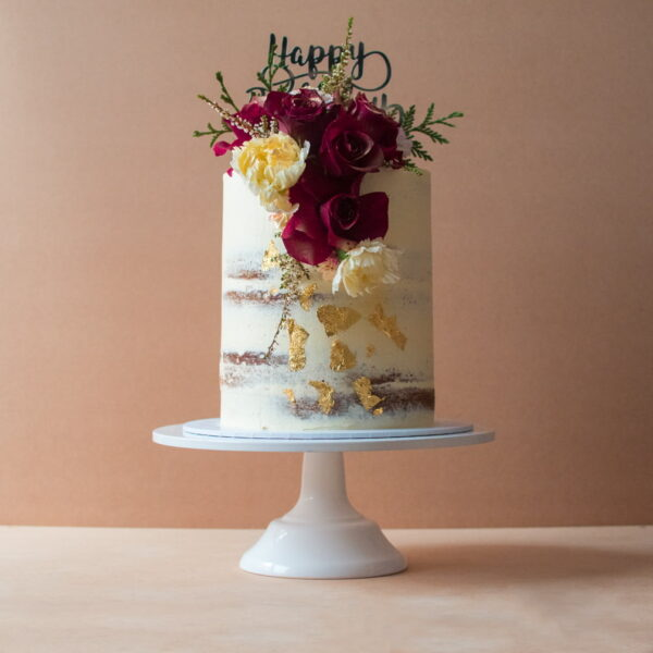 Semi-naked classic cake with red roses