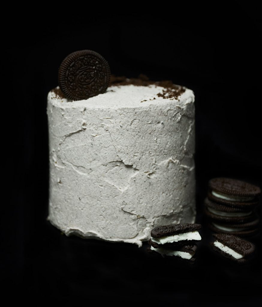 mini cookies and cream cake with oreos