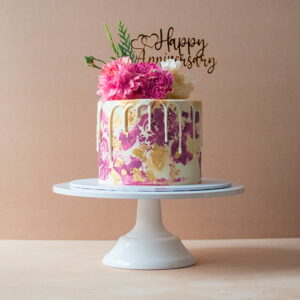 Mini cake with pink vintage pattern and flowers