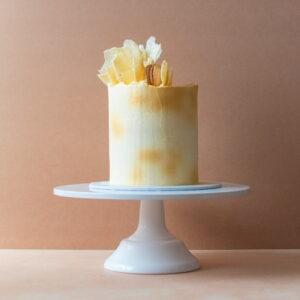 White chocolate cake with white chocolate shards
